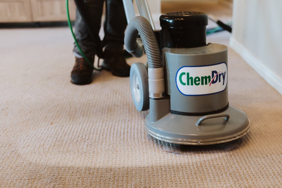 tech performing carpet cleaning hickory nc